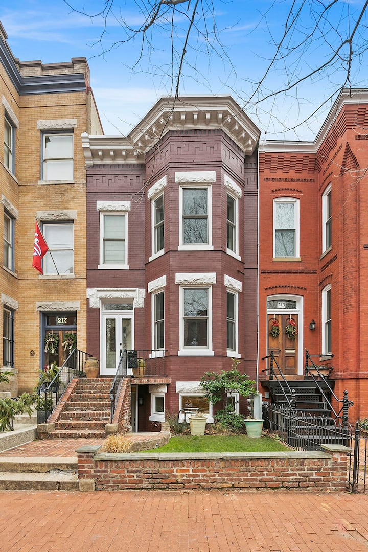 Luxury Apartment in Historic Capitol Hill!