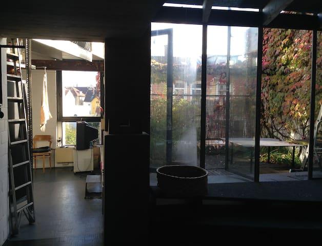 Eingangsbereich mit Blick auf Essküche und Ost-Terrasse (1)