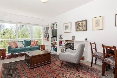 Cosy and Private - South Yarra