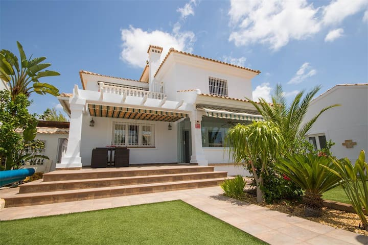luxury villa with private pool on Campoamor Golf - オリウエラ - 一軒家