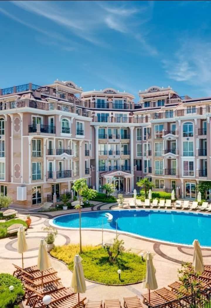 Апартамент в луксозен комплекс, басейн, СПА център