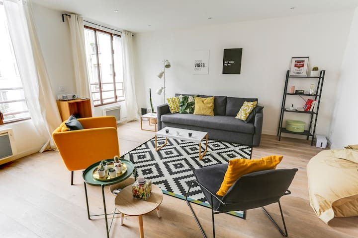 Outstanding duplex in the heart of Paris for 6