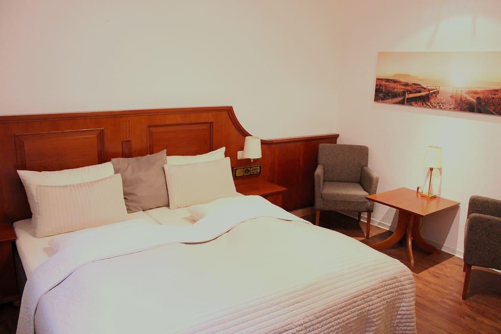 gem tliches zimmer direkt am meer wohnungen zur miete in timmendorfer strand schleswig. Black Bedroom Furniture Sets. Home Design Ideas