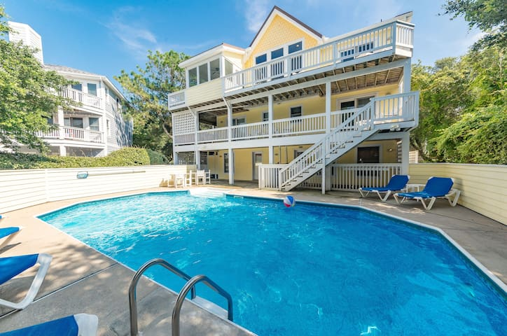 D3541 Four Seasons Haven. Pool/Hot Tub, Pets OK, Pool Table, Linens, WiFi | 7 Bedroom, 7 Bathroom