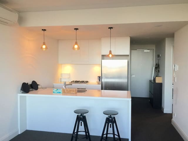 MODERN LUXURY WATERVIEW APARTMENT IN OLYMPIC PARK