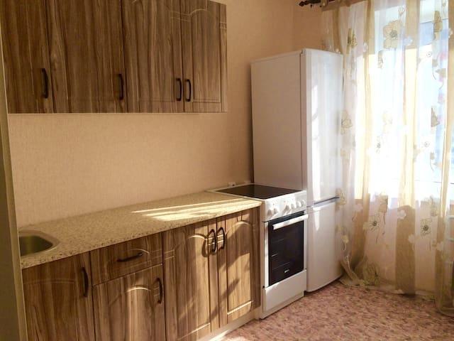 Новая квартира рядом Европа, Арена - Barnaul - Apartamento