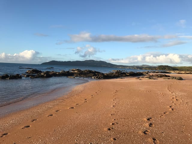 Beach Bach Golden Sands Cable Bay