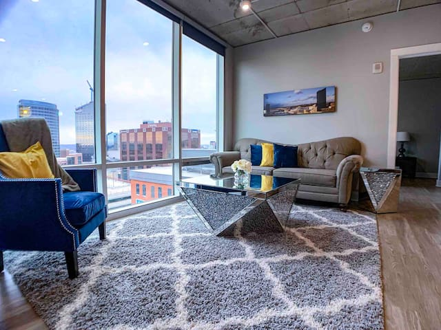 Mitten | Downtown | Luxury 2BR Penthouse
