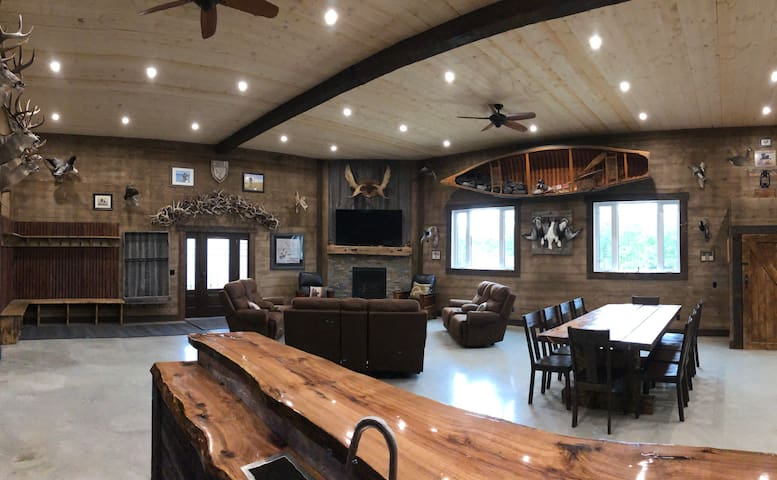 BRAND NEW LODGE for rent in Glaslyn