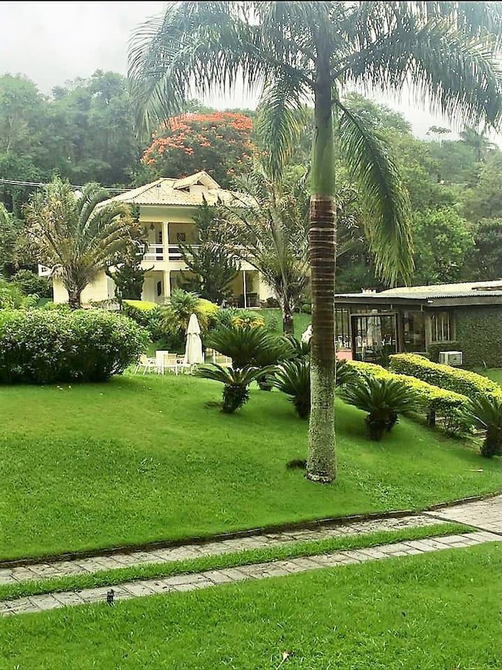 Mansão espetacular completíssima em Itaipava-RJ