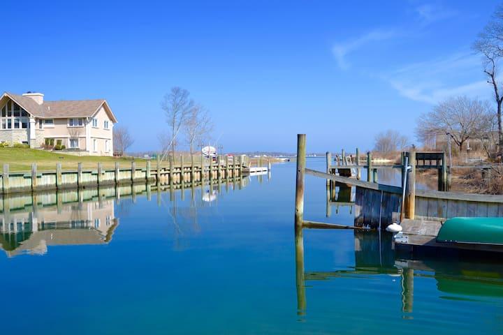 Waterfront Retreat in Beachfront Neighborhood