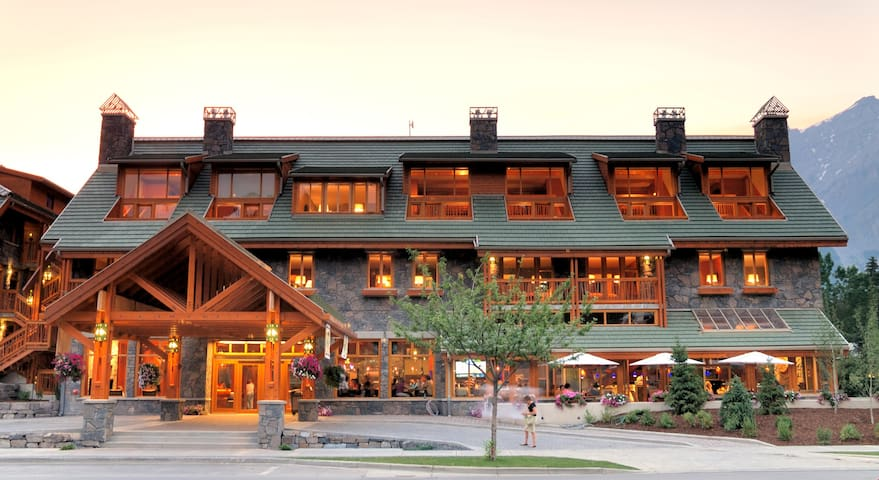 Rockies Getaway with Grotto Hot Pools and Continental Breakfast!