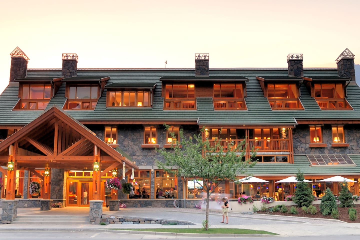 Experience a wonderful Banff vacation in this lovely chalet-style accommodation.