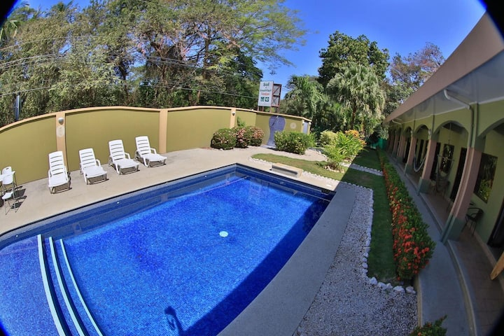 Affordable comfort in a 2-bed hotel room in Potrero with pool - TV and AC