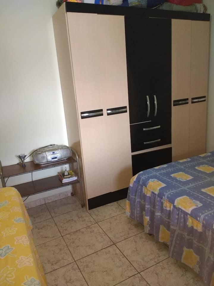 Kitnet - quarto, saleta e banheiro