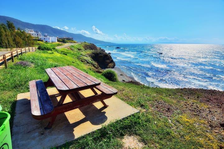Serene villa ONLY 50m TO THE SEA, sleeps 12, Polis - Pomos - Casa de camp