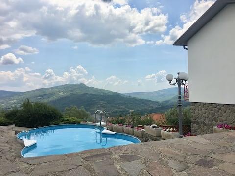 Casa Caterina - Isolerad villa med pool