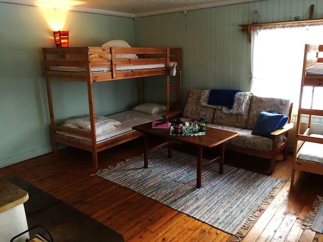 Våningsäng och soffan