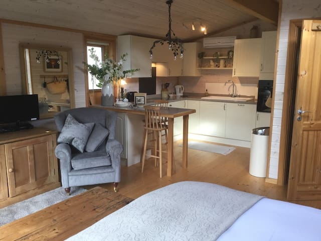 The Lodge, Spacious studio apt - Hurstpierpoint - Chalet