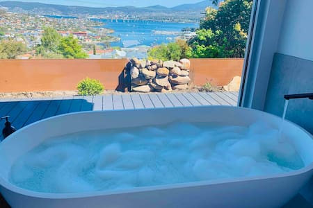 View Studio - Amazing Views, Stone Bath, King Bed