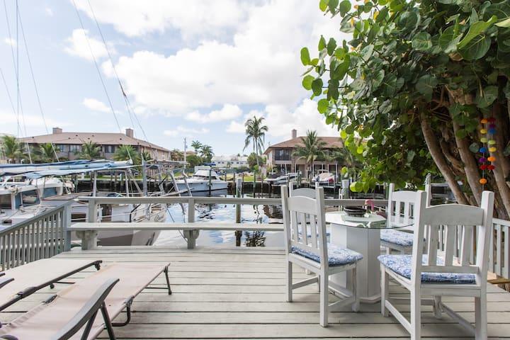 """Vitamin Sea"" Waterfront condo with deck and grill"