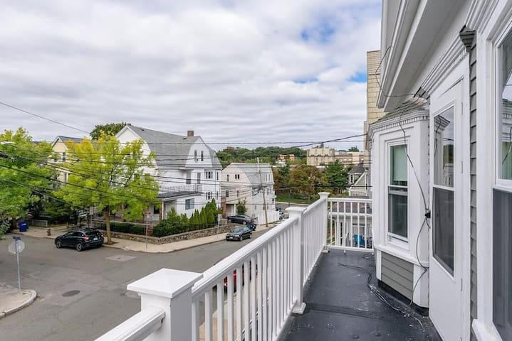 Lovely private room/mins from Davis, across Tufts