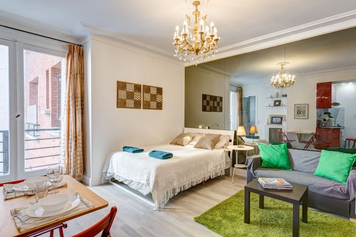 近凯旋门和香舍丽舍大街,巴黎富人区一室型高档公寓