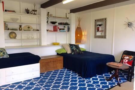 Large Room ideal for short stays - Bilgola Plateau