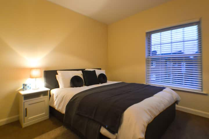 The Barroon Apartment 3 **Sleeps Upto 4 Guests**