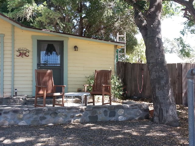 Private 1 bdrm in guest house on 20 acre olivefarm