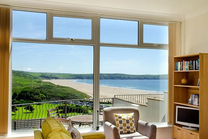 2 minute walk to beach and town, Woolacombe
