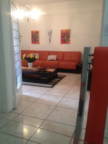 Charming 3 bed Room.dinning,parking,wifi