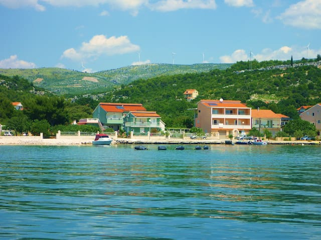 A great base for travelling around Dalmatia. - Marina - Leilighet