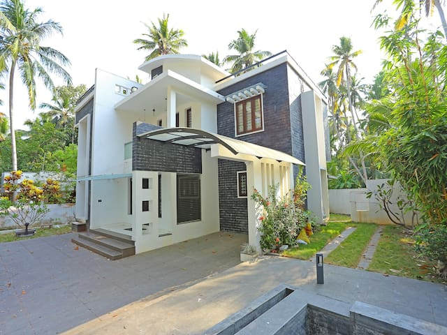 OYO - Elegant 1 BR home in Trivandrum - Priced Down