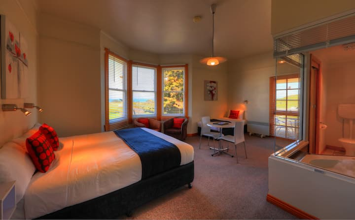 Suite with views of Stanley and corner spa