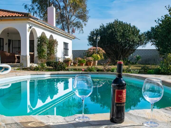 Komfortables Ferienhaus mit Pool für 6 Personen, nur 800m zum Strand