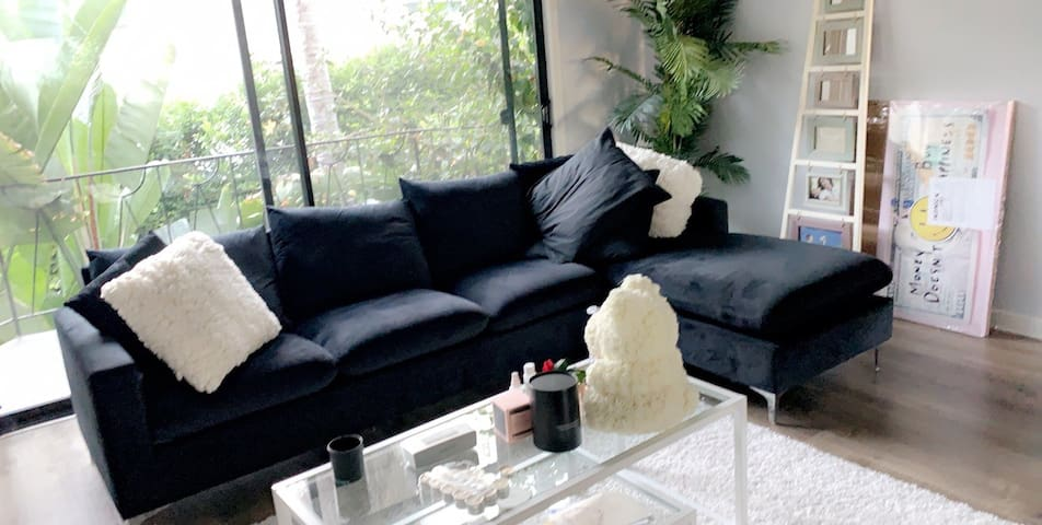 West Hollywood Apartment 1550 SQ Ft