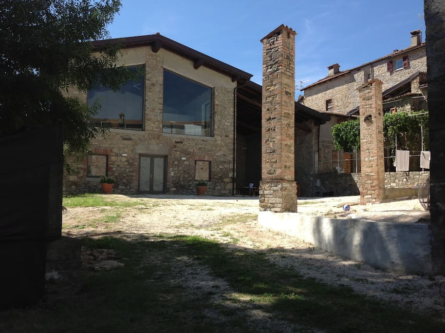 Casale con piscina di design houses for rent in bobbio for Casale di 1500 m