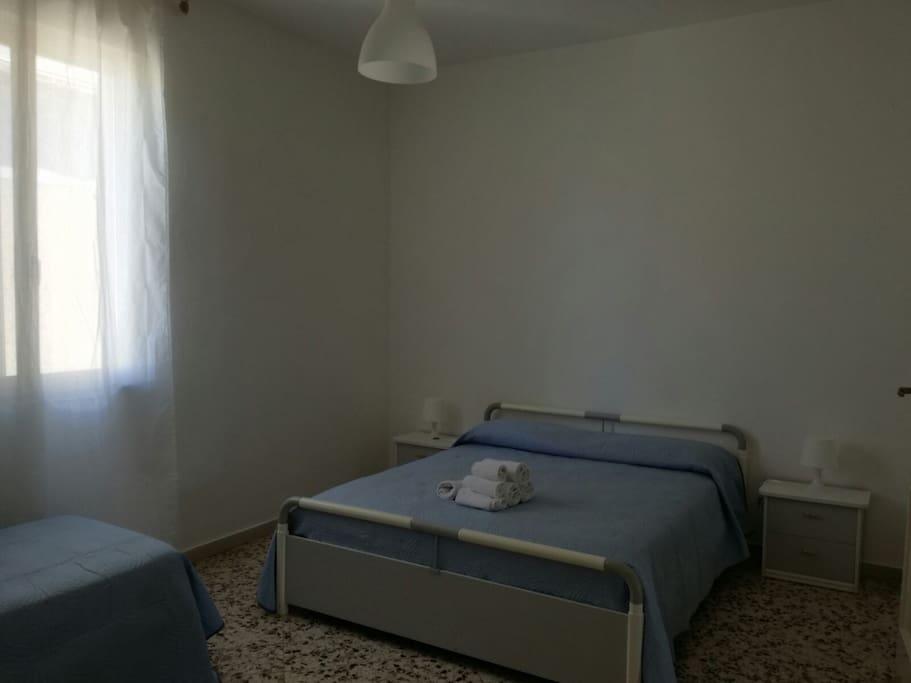 Camera da letto ( 1 matrimoniale, 1 singolo)