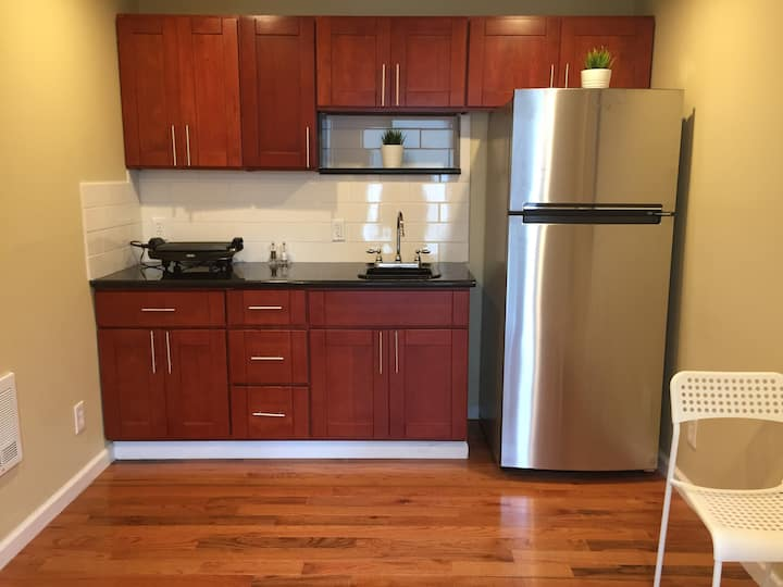 Cozy Modern Temescal Jr. One Bedroom Walk to BART