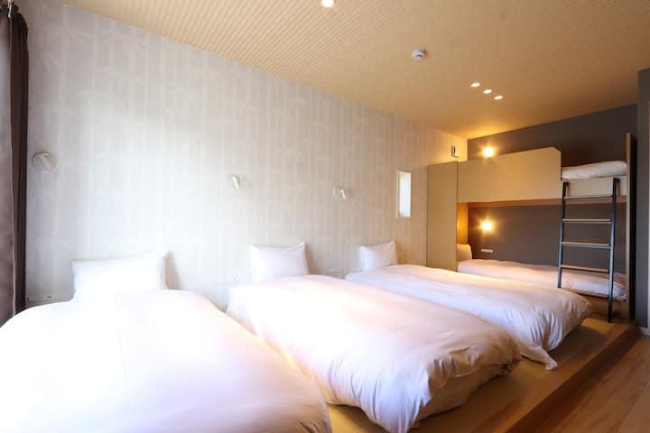 新大阪からアクセス抜群♪豊富なベッド数で団体の方でも安心☆彡【スタンダードファミリールーム】