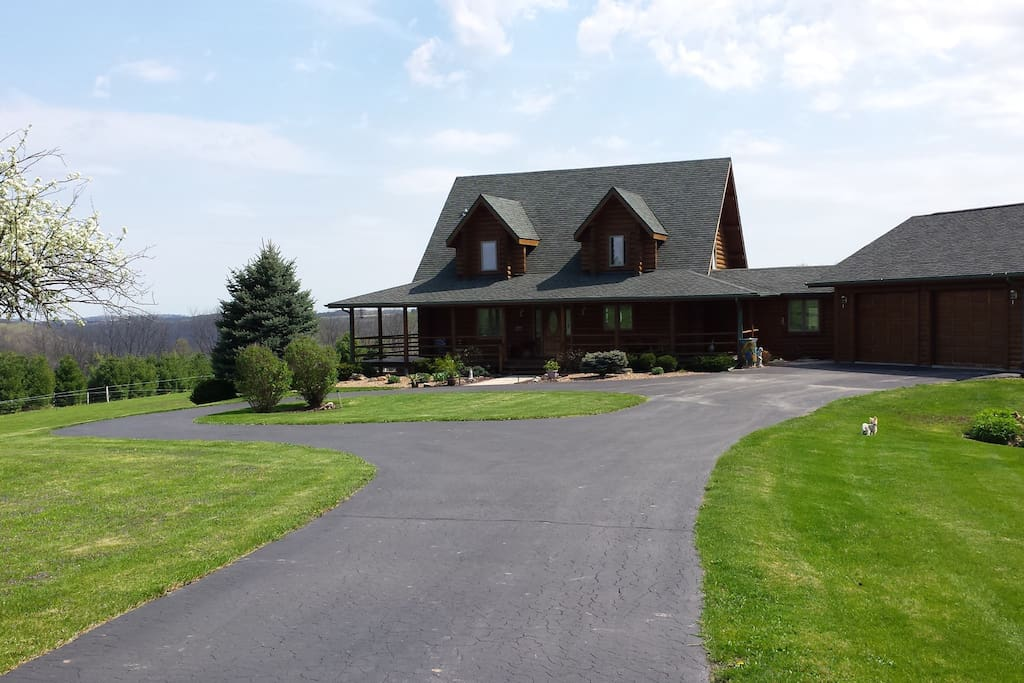 Pine Haven Is A 3400 Log Home Houses For Rent In
