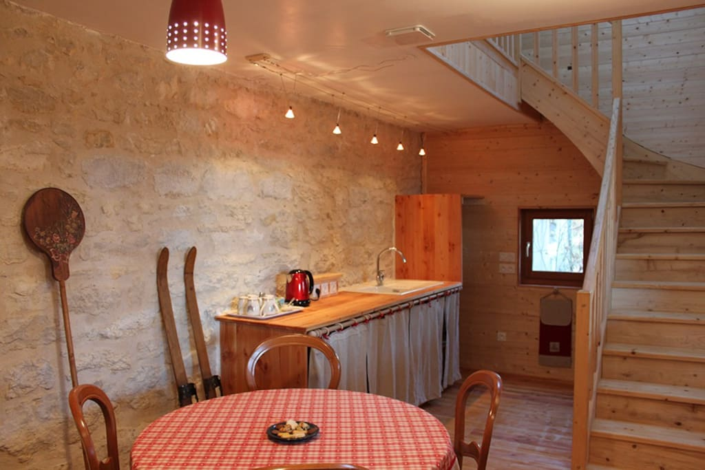 Val 39 reley bed and breakfasts for rent in champagne en for Maison champagne en valromey