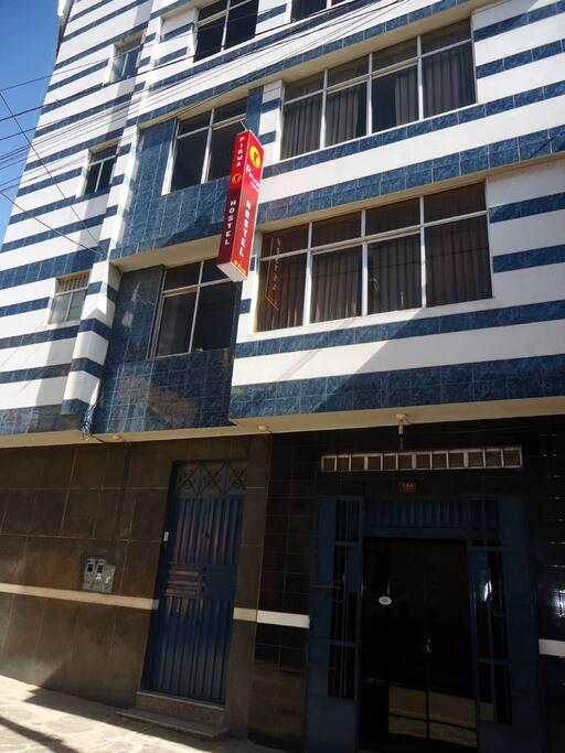 fachada del hostel
