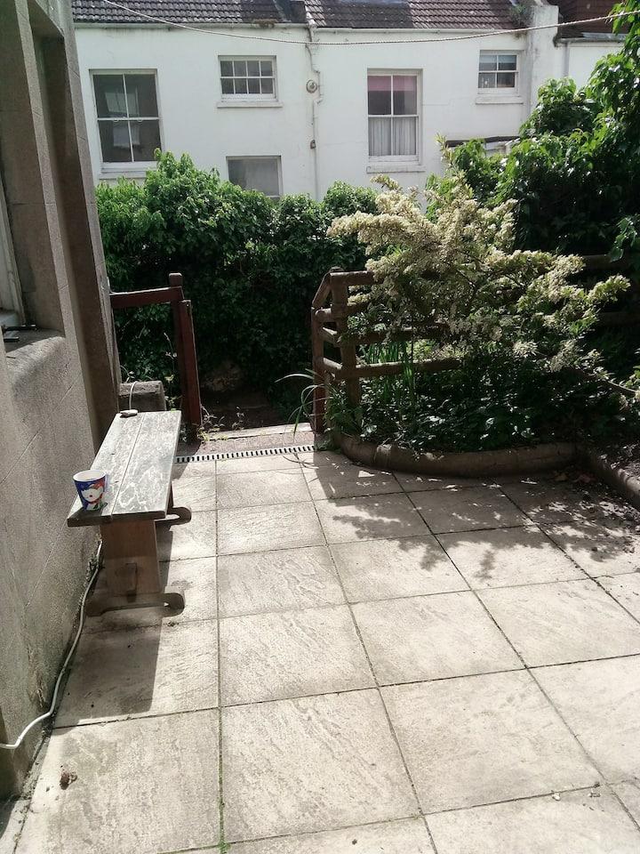 Garden Flat close to Brighton Station