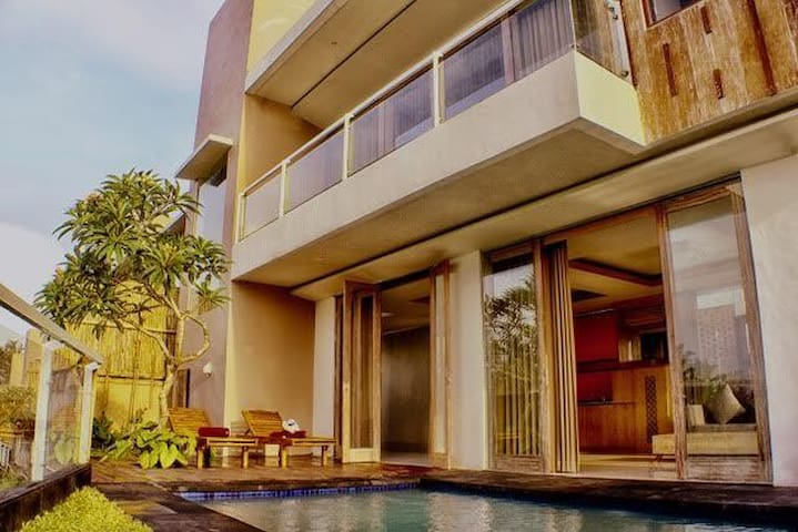 AMAZING AND HUGE 1BR PRIVATE POOL VILLA AT UBUD