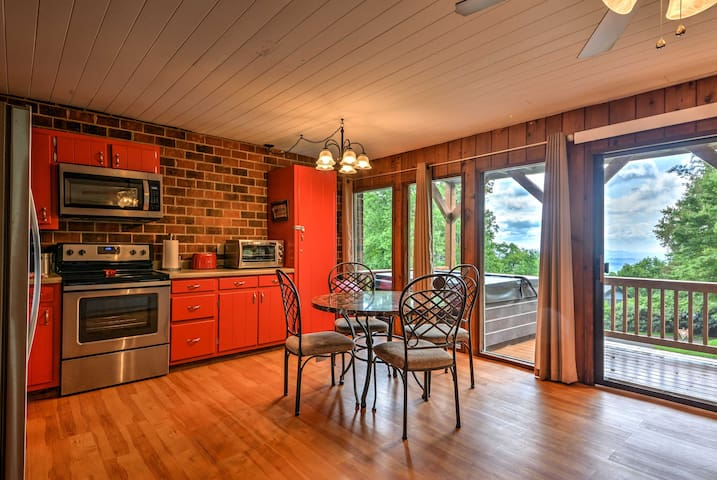 Hillsville Condo w/ Hot Tub, Deck & Gorgeous Views