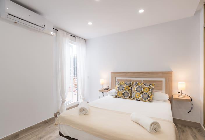 Cozy bedroom, baño priv, apt compart, Cervantes