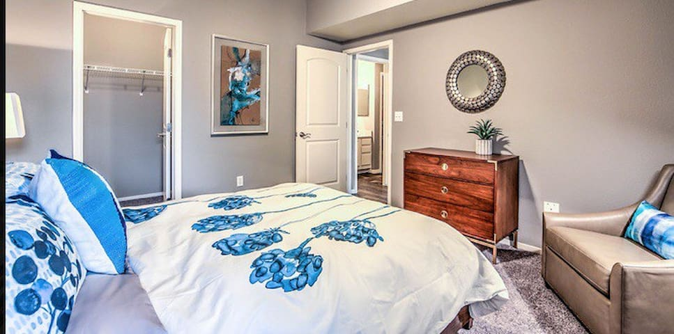 Brand New Stylish Master Suite! Minutes2strip!