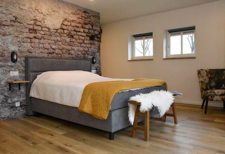 """Bed & Breakfast """"Bij Vermeer"""" (ontbijt optioneel)"""